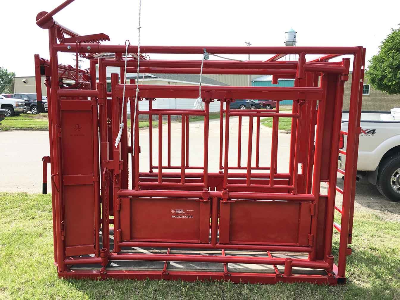Equalizer chute pulls right behind your Ok Corral w/ Rear Hitch !