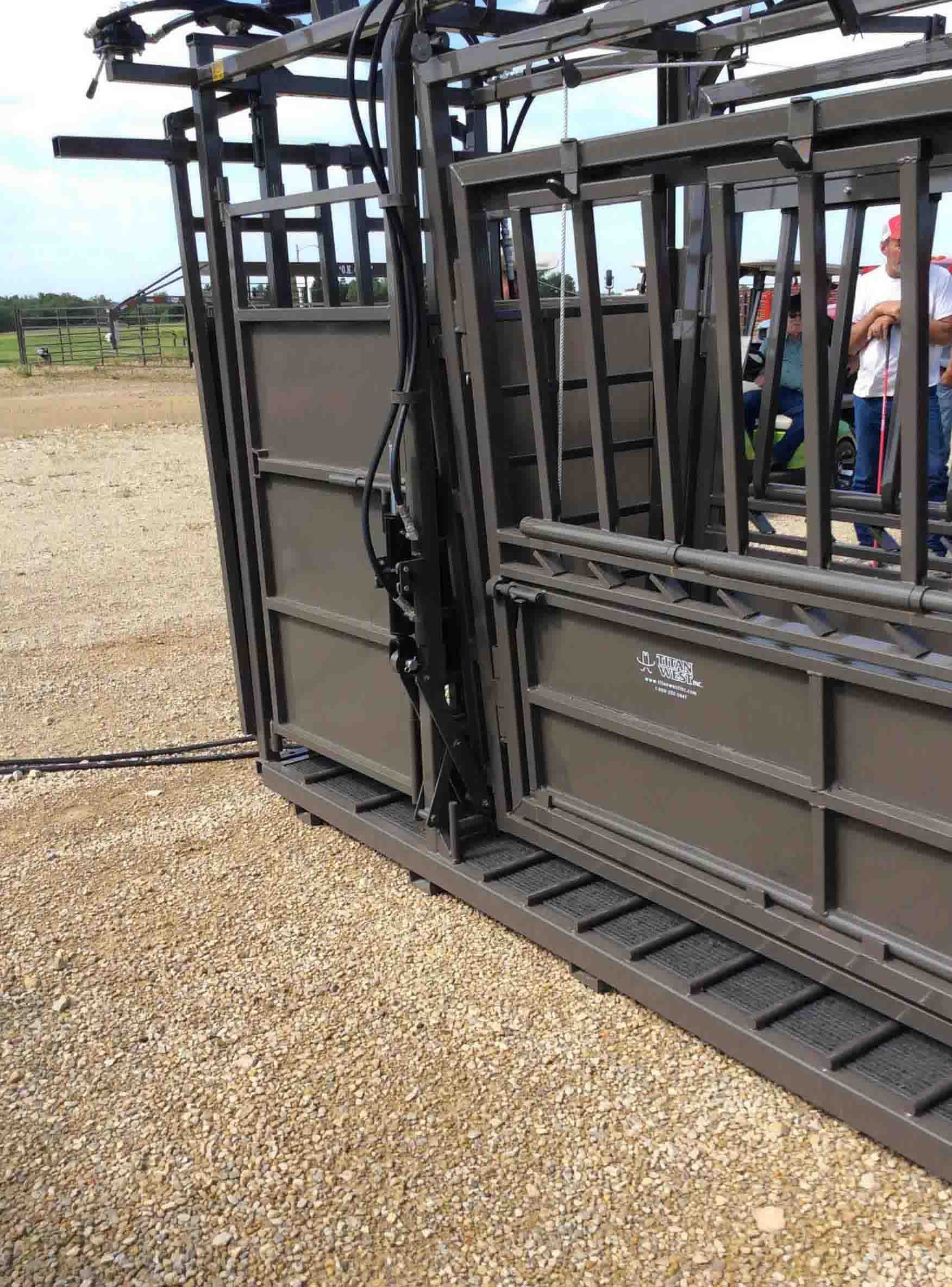 Titan Cattle Care Hyd Chute
